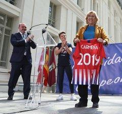 La alcaldesa recibe al equipo femenino del Atlético de Madrid ganador de la Liga Iberdrola 2019